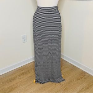 🎉5 for $25🎉 Old Navy Striped Maxi Dress
